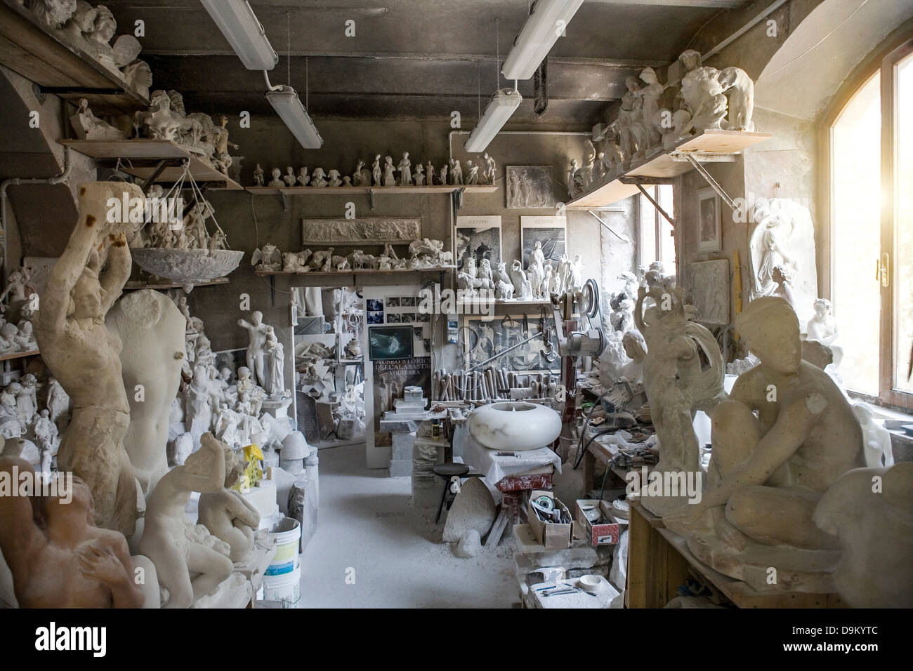 Large group of art and sculpture in artist's studio - Stock Image
