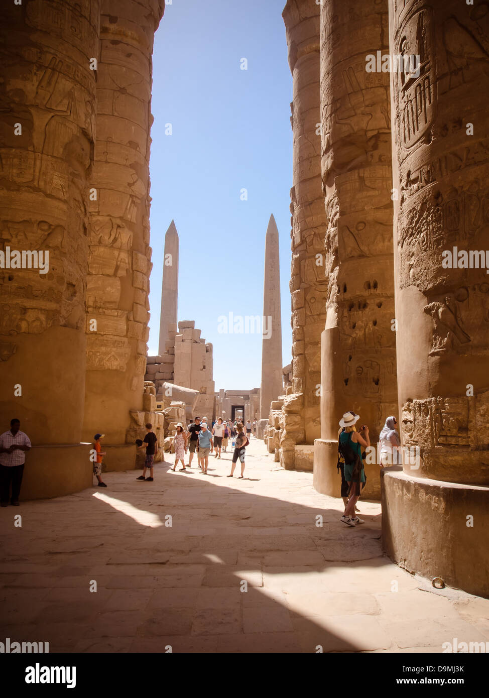 Tourist wander around the  grounds of Karnak Temple, Luxor, Egypt - Stock Image