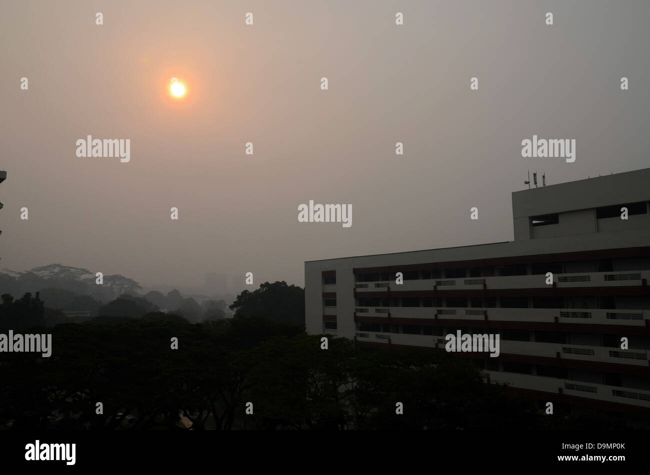 Singapore evening sun clouded by haze pollution - Stock Image