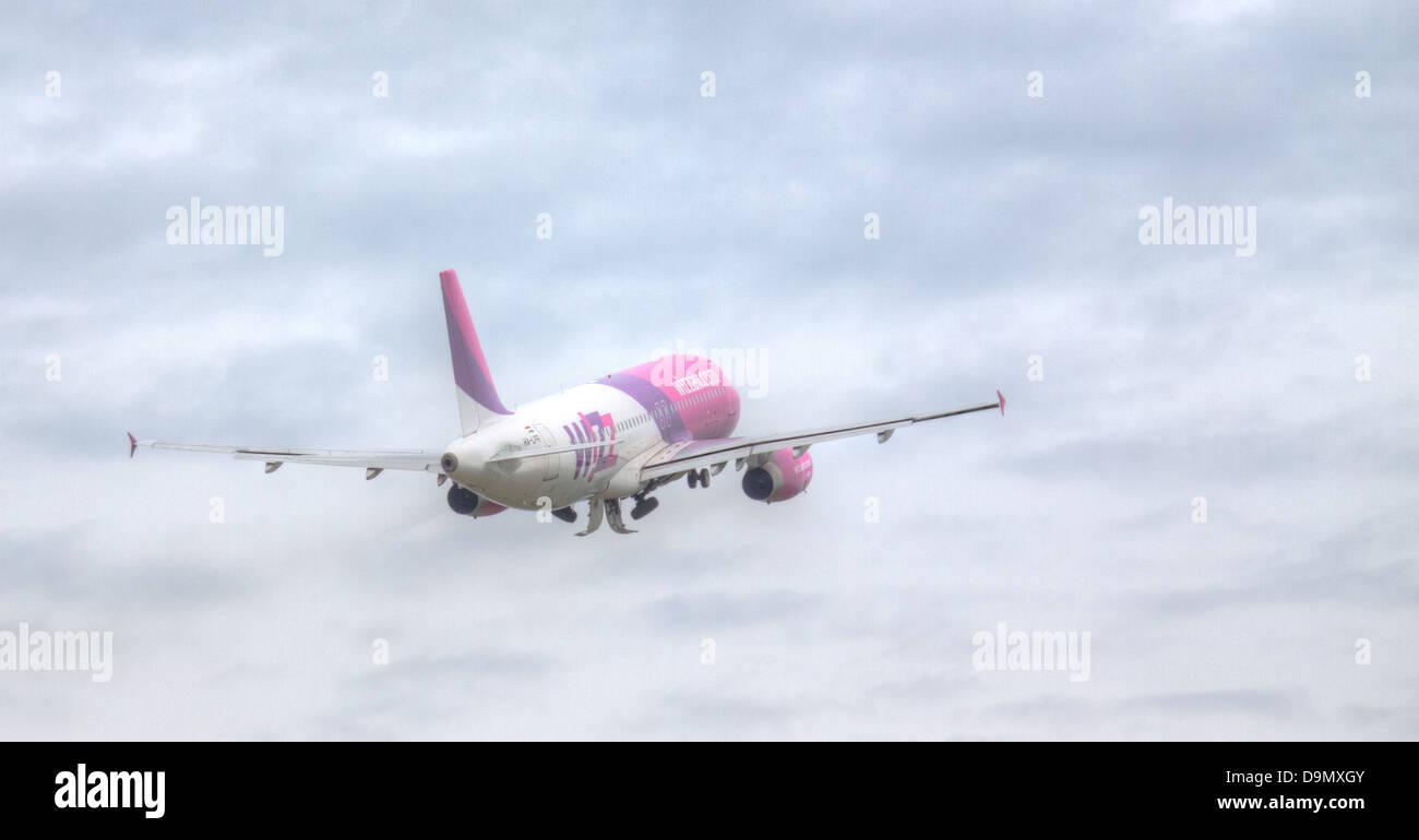 Wizz Air Airbus A320 Ha Lpr Departing London Luton Airport Ltn Stock Photo Alamy