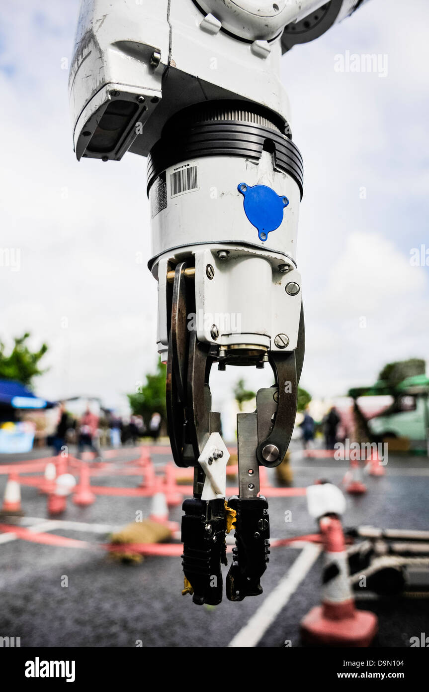 Pincer grip on an Andros Remotec Cutlass robot, used by the bomb squad for defusing IEDs and suspect devices. - Stock Image