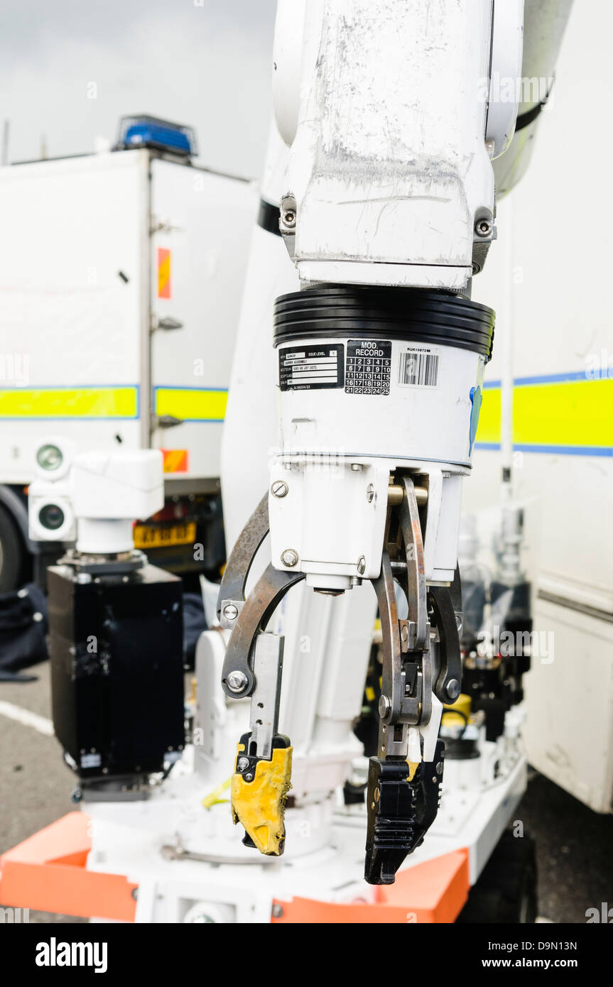 Pincer grip on an Cutlass remote controlled vehicle (robot), used by the bomb squad for defusing IEDs and suspect - Stock Image