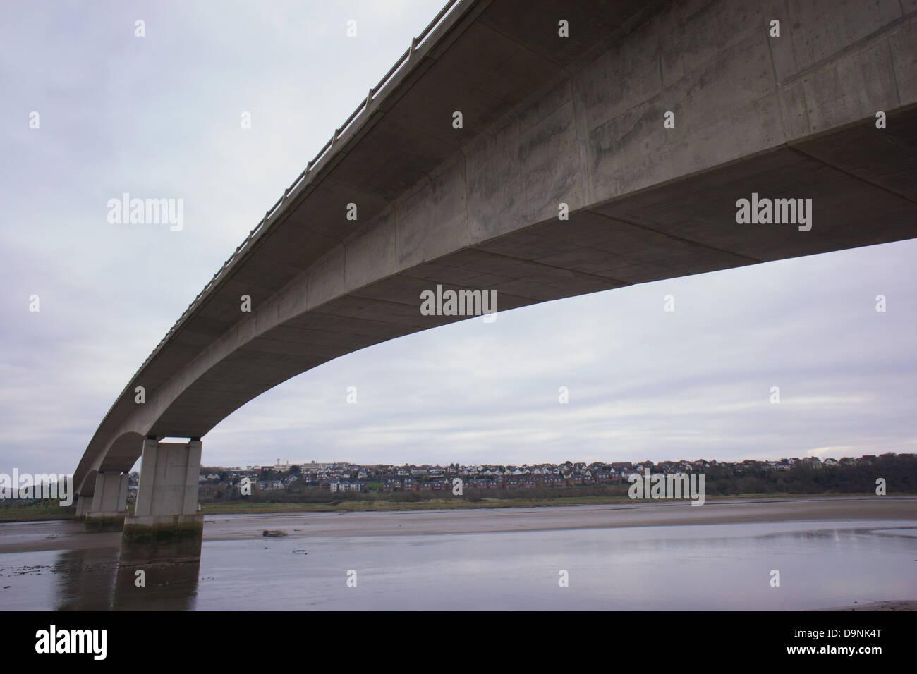 The Taw Bridge spanning the river Taw, Barntsaple, Devon - Stock Image