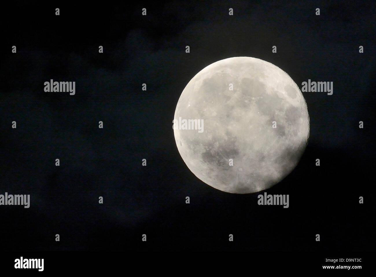 Toronto Canada June 23 2013 Supermoon Perigee Full Moon The