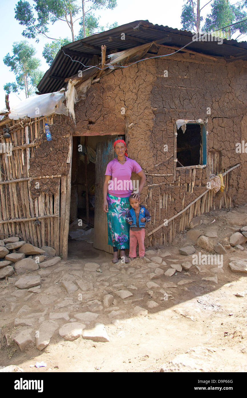 Widow Reta Mimi is with her daughter on 15/03/2013 in Yeka, a suburb of the Ethiopian capital, Addis Ababa, before - Stock Image