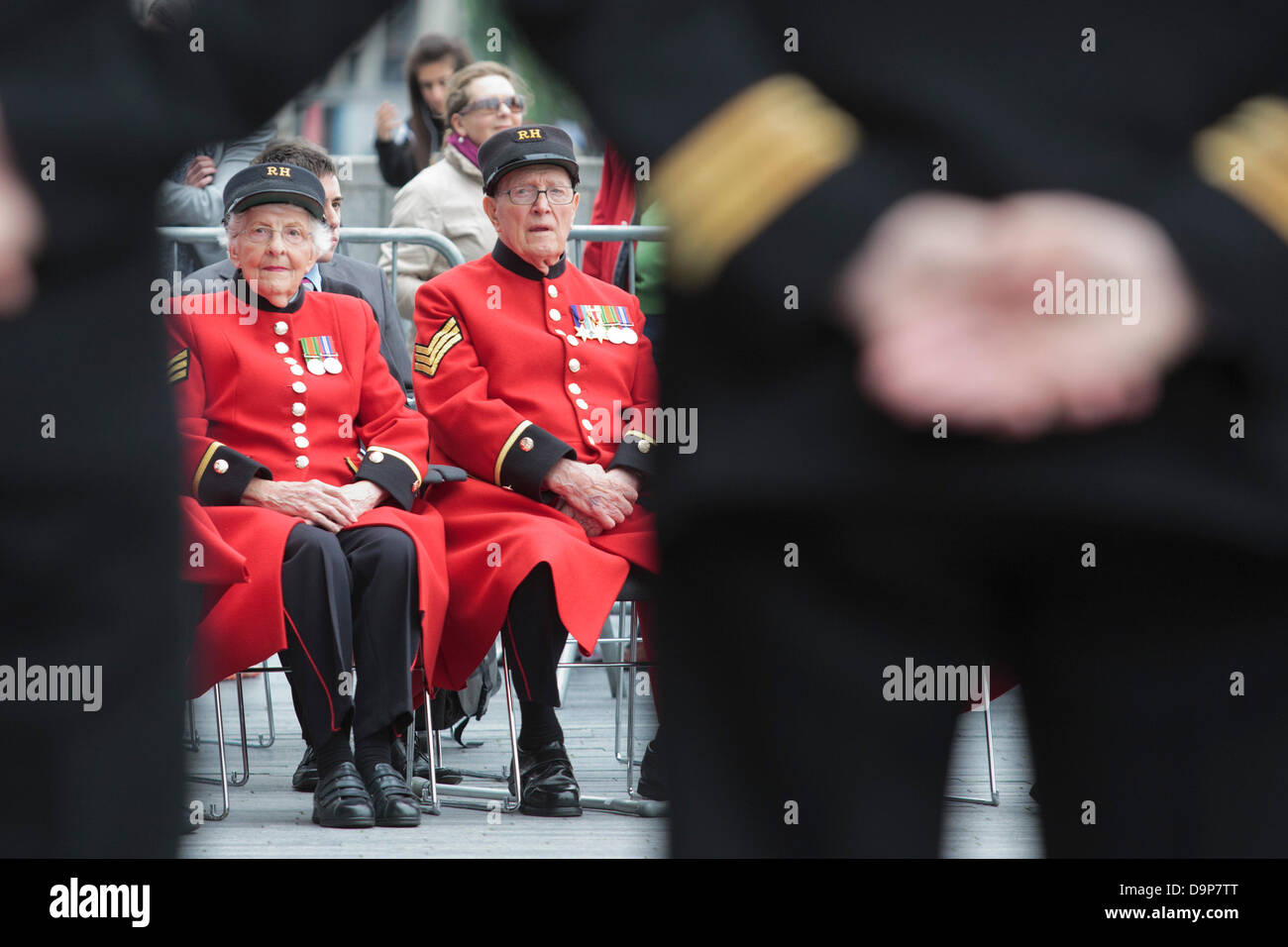 London, UK. 24 June 2013. Pictured: Chelsea Pensioners attend the ceremony. The Mayor of London, Boris Johnson, - Stock Image