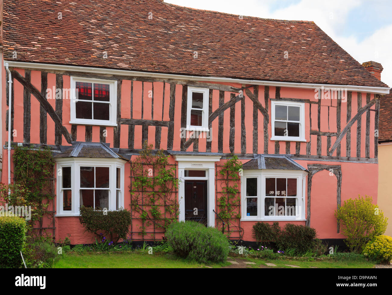 Old Cordwainers cottage pink timbered Tudor house front in medieval village of Lavenham, Suffolk, England, UK, Britain - Stock Image