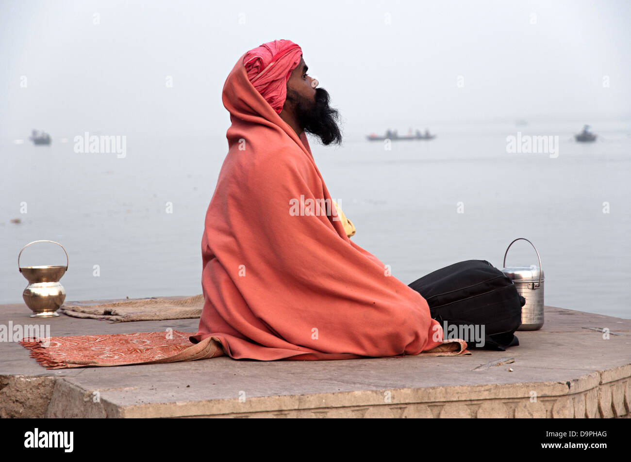 Sadhu on the ghats. Varanasi, Benares, Uttar Pradesh, India - Stock Image