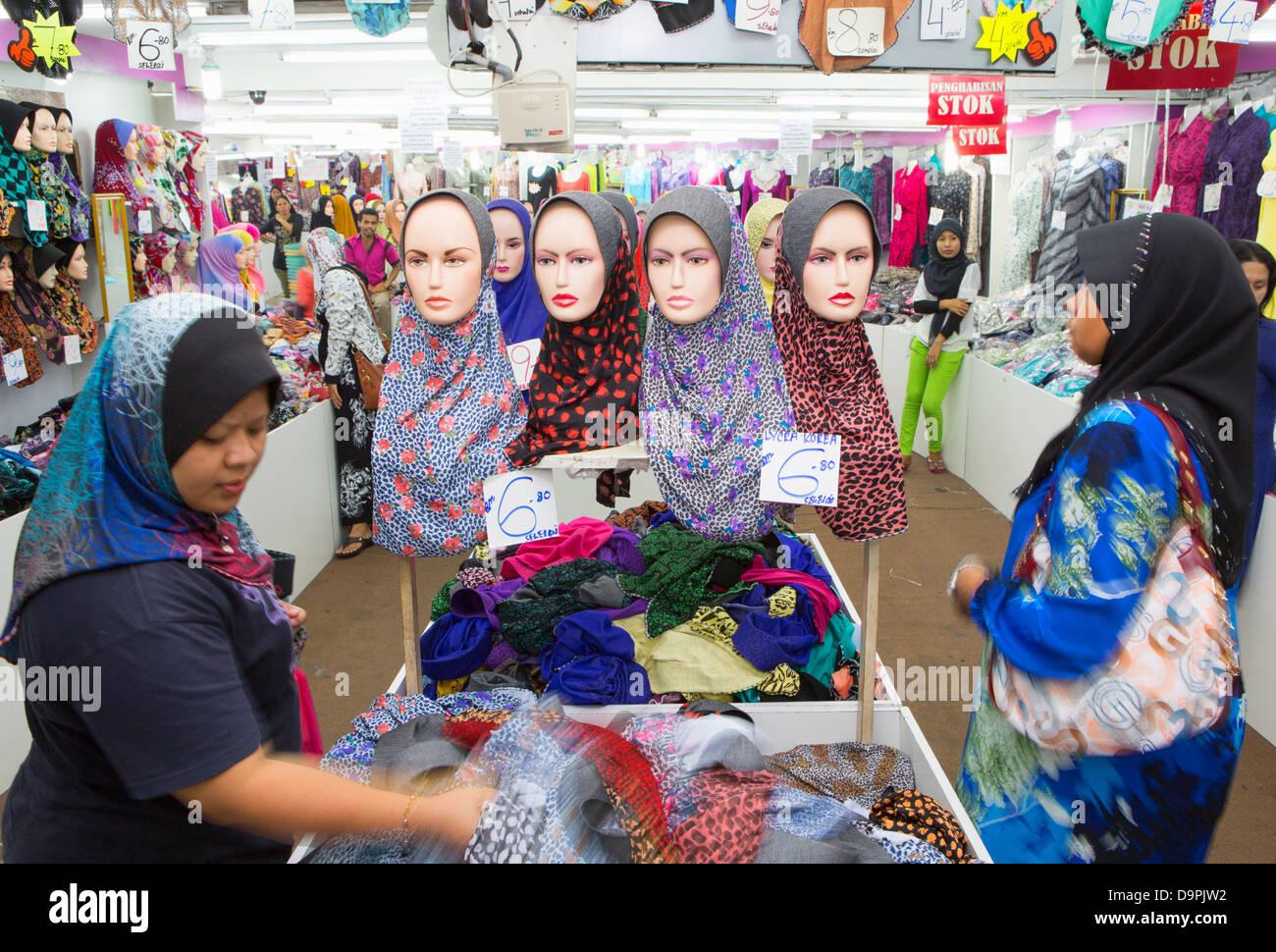Clothes shopping, Little India, Kuala Lumpur, Malaysia - Stock Image