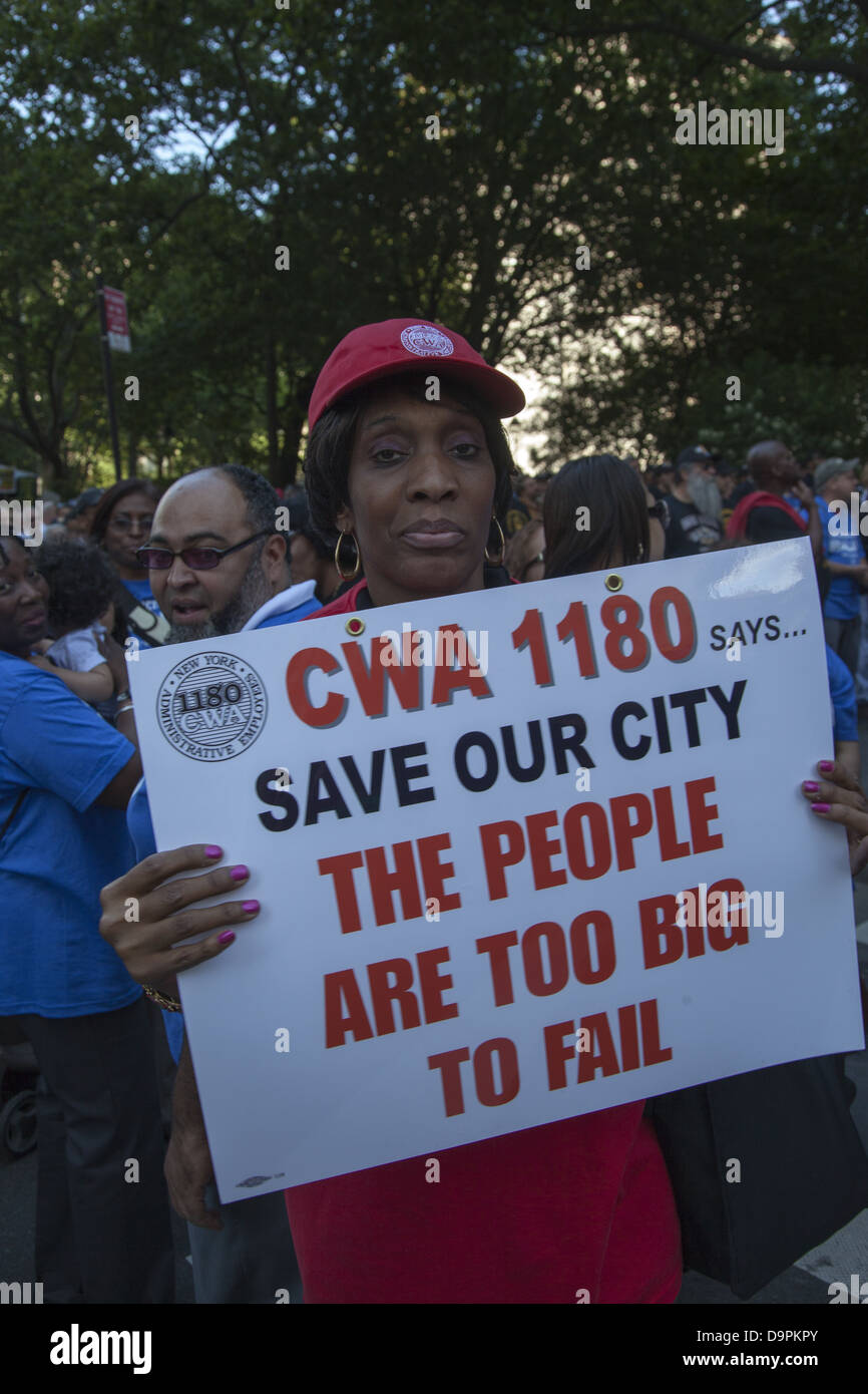 Unionized city workers from various professions, FDNY, teachers, nurses & others rally at city hall for fair - Stock Image