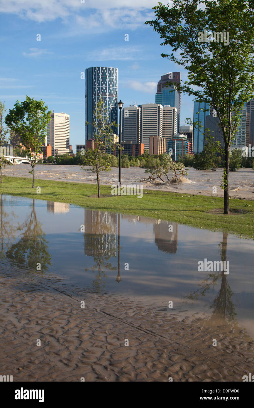 Saturday, June 22, 2013. Portions of Memorial Drive, a major road paralleling the Bow River, are still under water Stock Photo