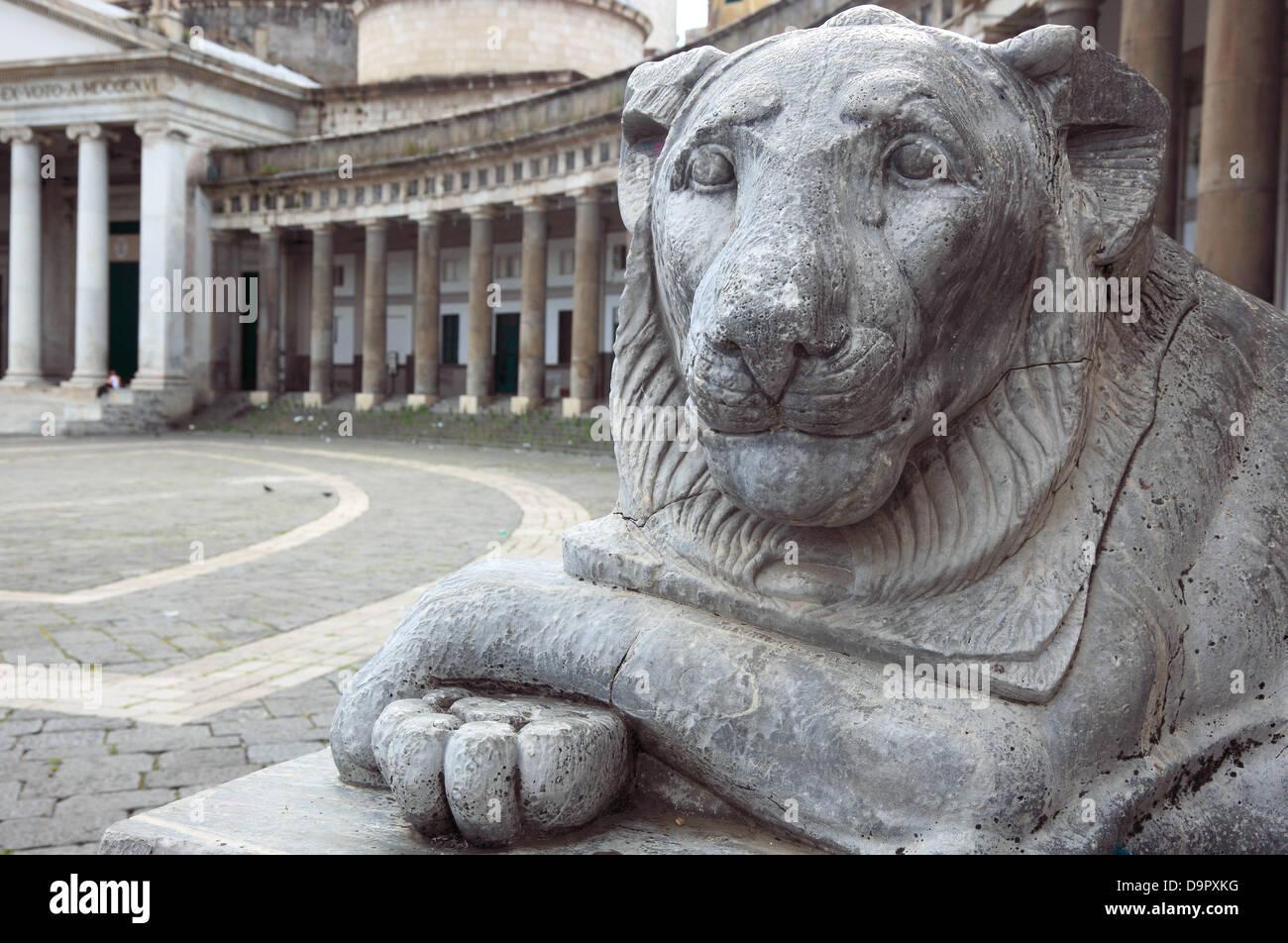 The grinning lion at the Basilica di San Francesco di Paola in Piazza del Plebiscito, Naples, Campania, Italy - Stock Image