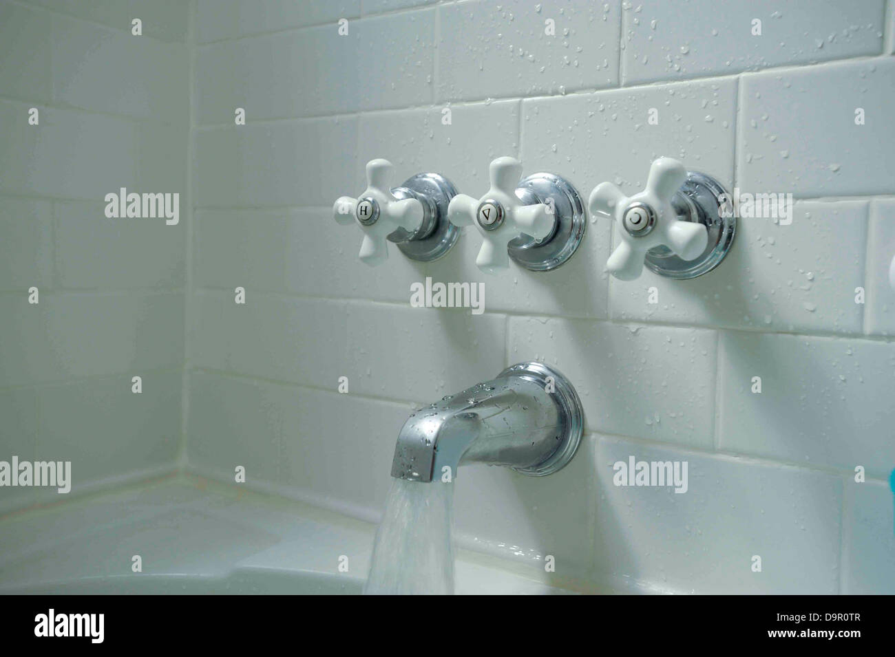 Bathtub fixtures and white subway tile Stock Photo: 57668599 - Alamy