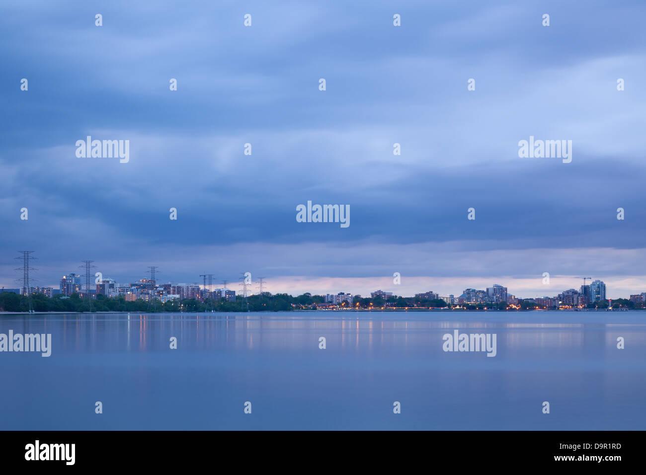 Downtown Burlington (Skyline) at dusk, over Lake Ontario, Burlington, Ontario, Canada. - Stock Image