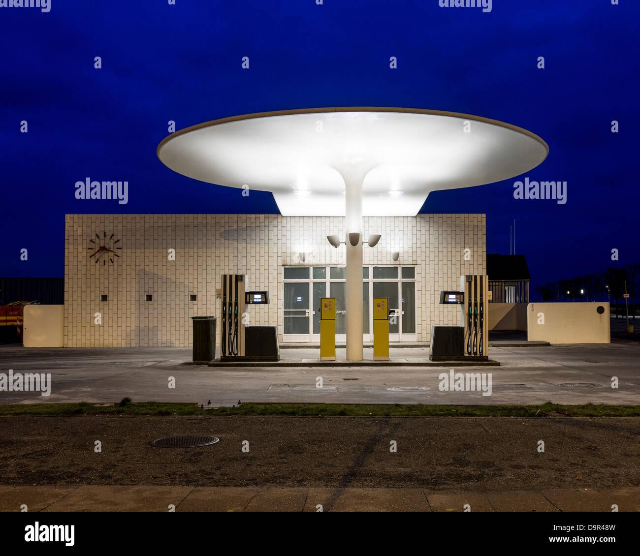 Skovshoved Petrol Station, Copenhagen, Denmark. Architect: Arne Jacobsen, 1936. Front elevation of petrol station Stock Photo