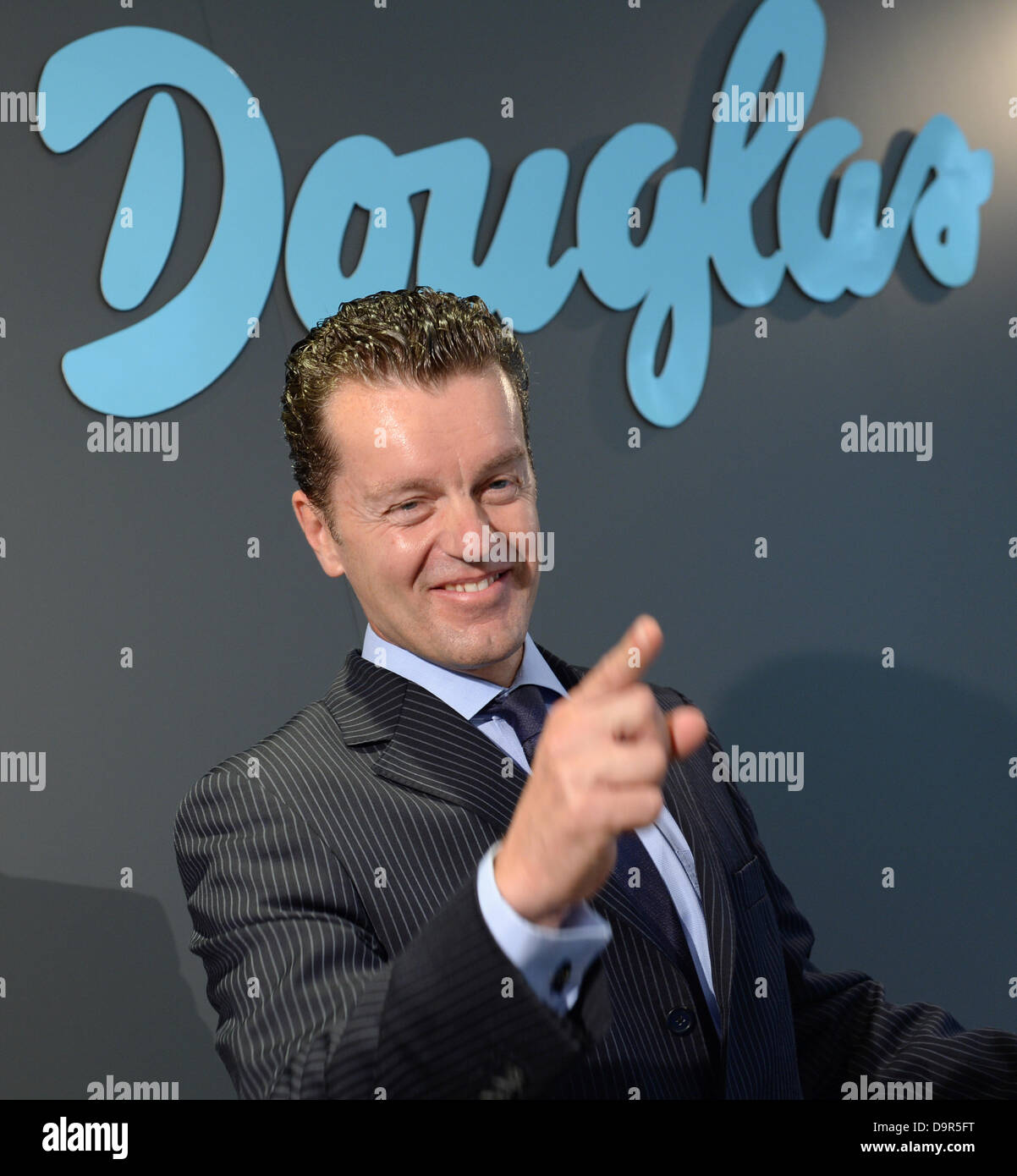 CEO of Douglas Holding AG, Henning Kreke, points to the photographers after a press conference of the company in - Stock Image