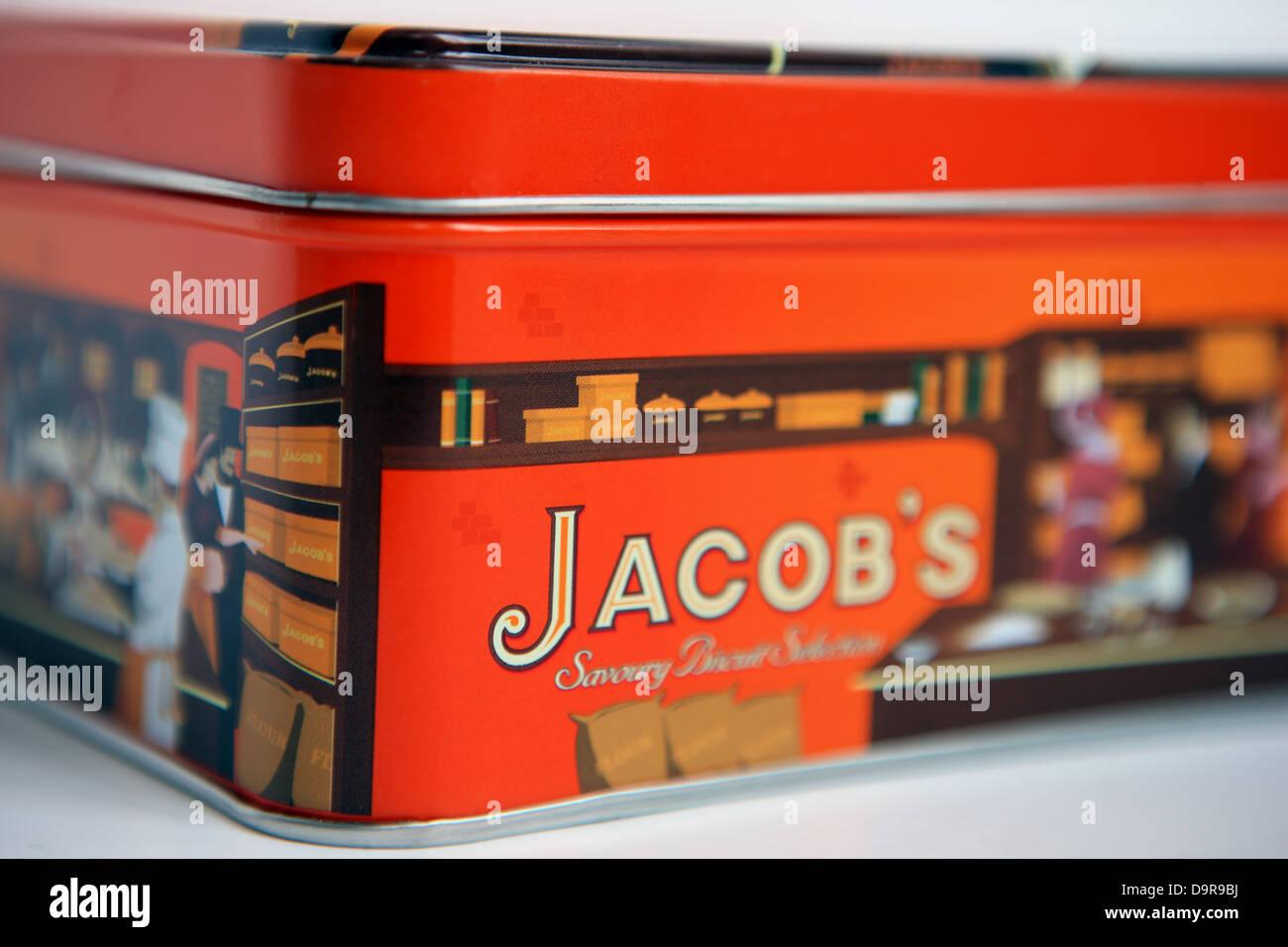 Tin of Jacob's savoury cracker selection - Stock Image