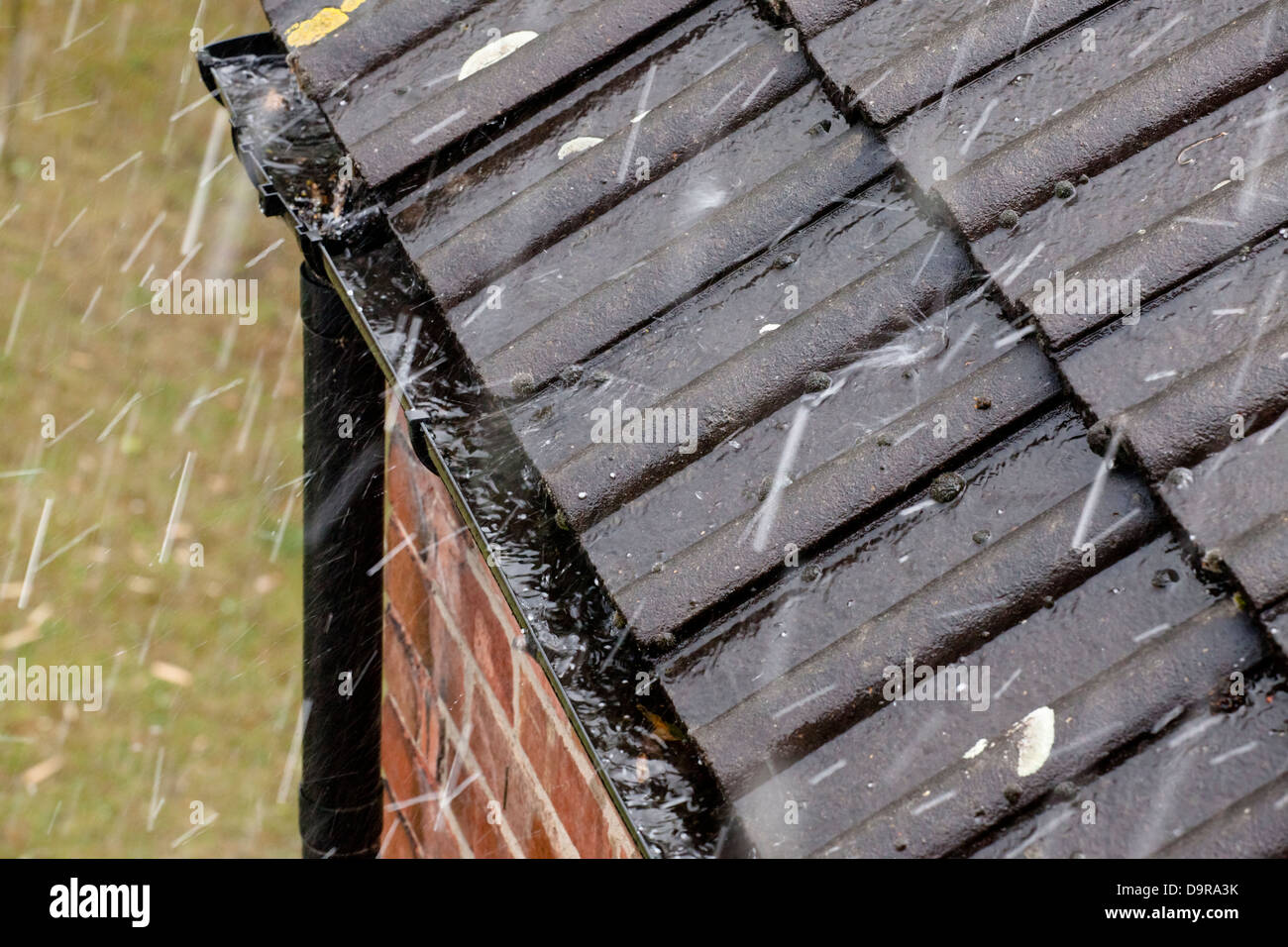 Heavy rain falling on a roof, England, UK - Stock Image