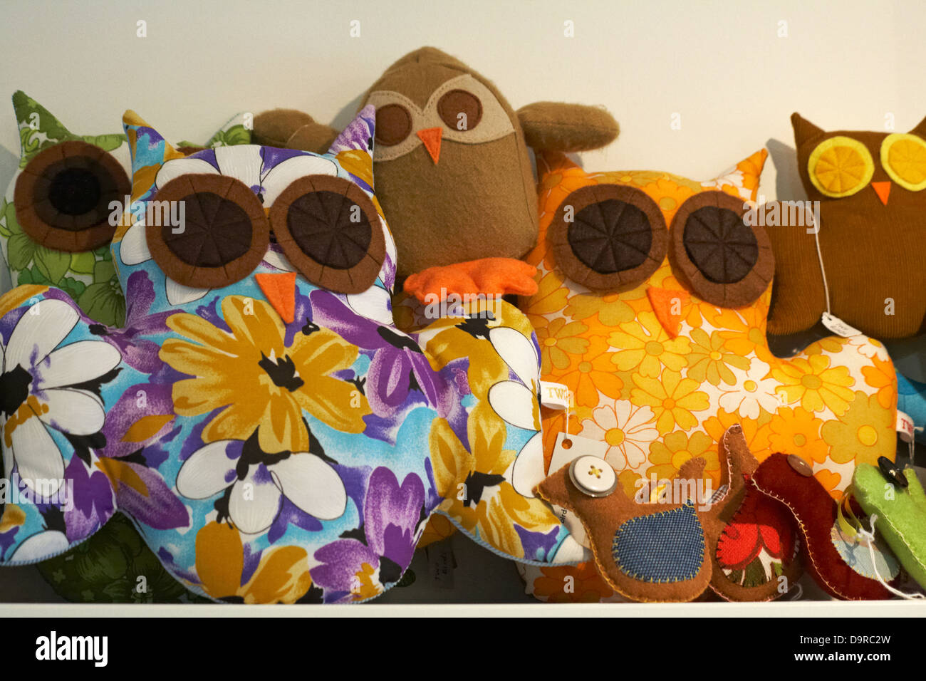 Hand crafted owls and birds for sale at Oxford in May - Stock Image