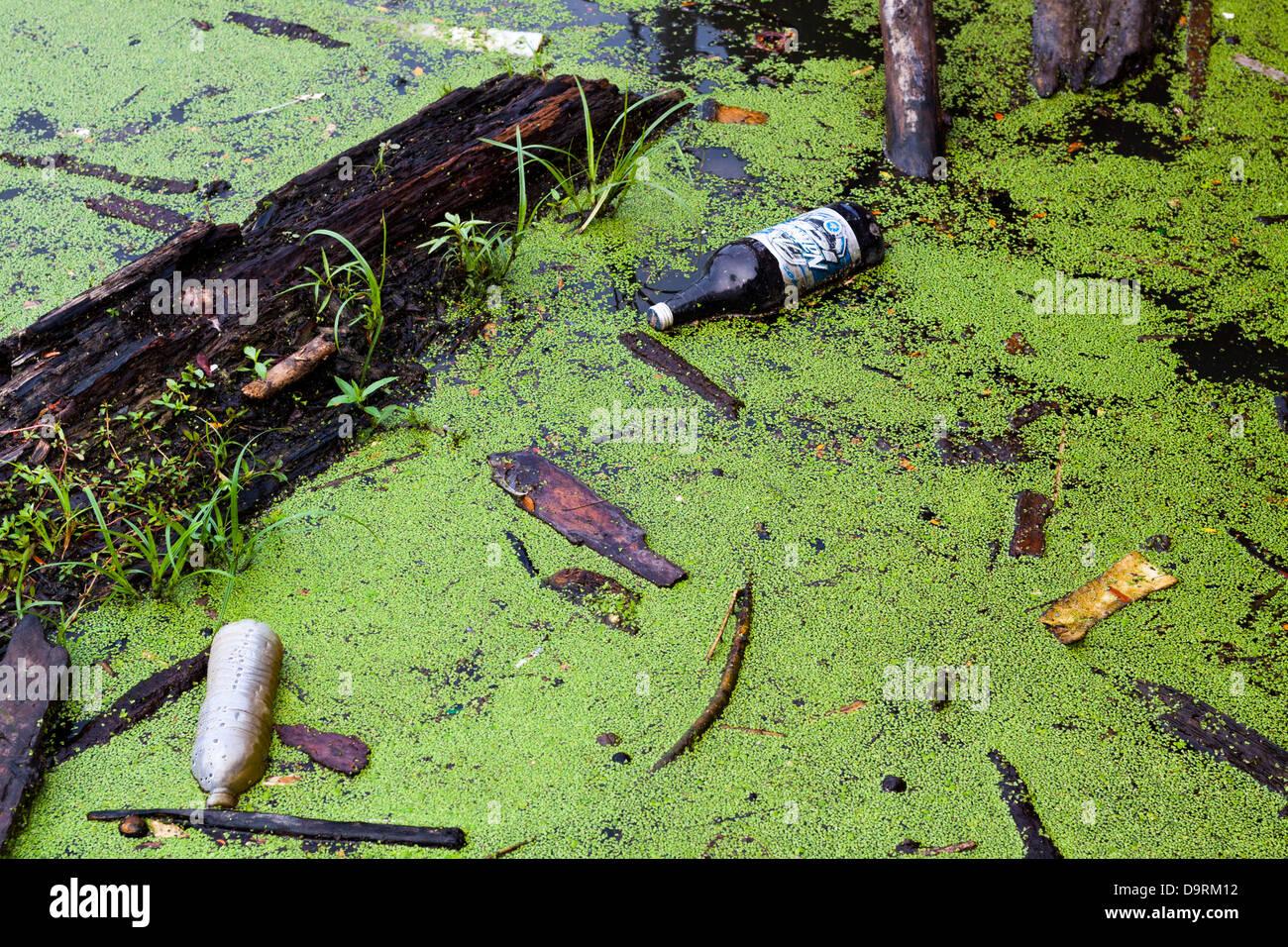 Pollution in the Scioto river in Columbus, Ohio, USA. - Stock Image