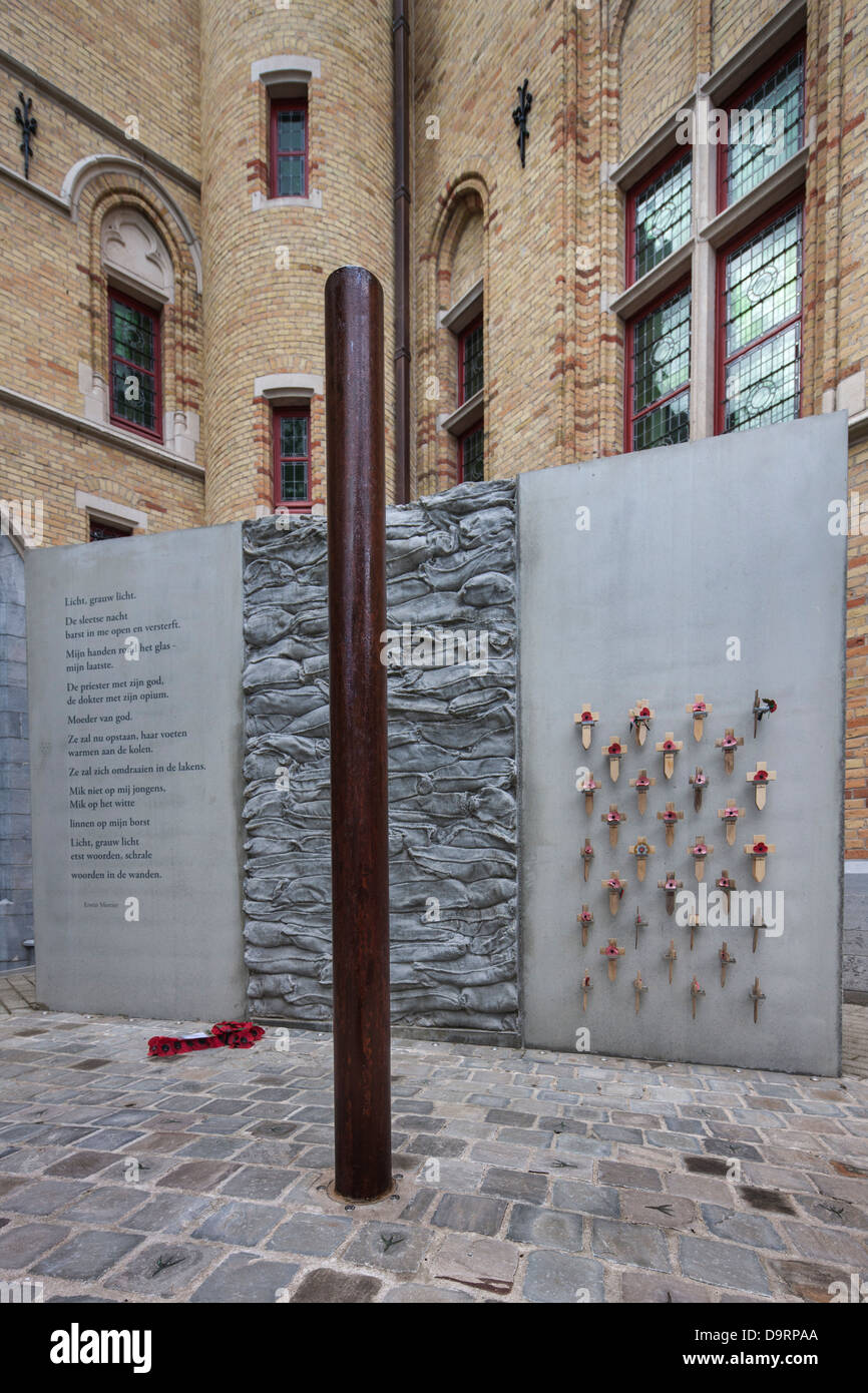 WW1 execution pole and poem by Erwin Mortier at inner courtyard of the Poperinge town hall, West Flanders, Belgium - Stock Image