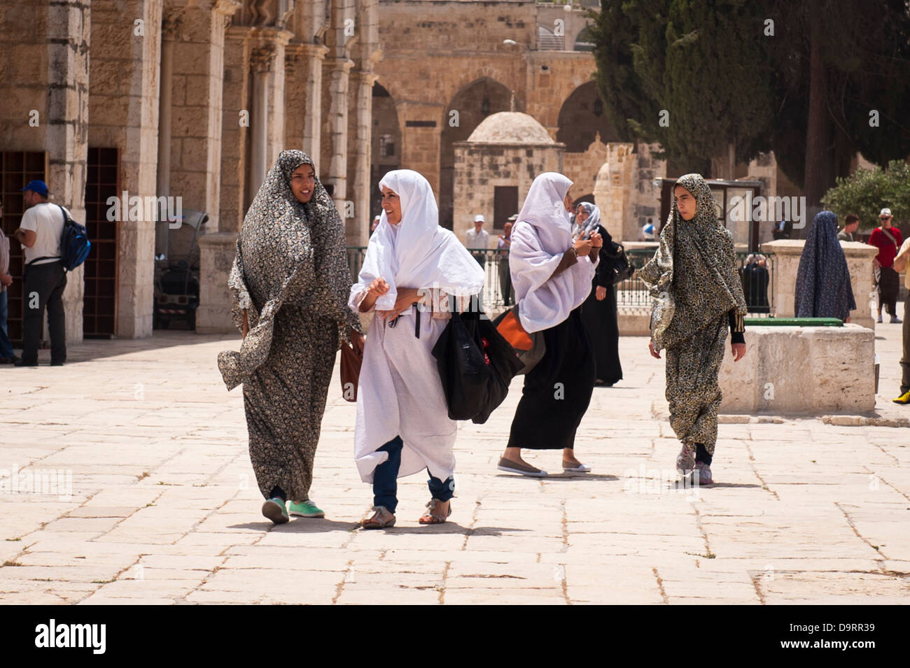 Israel Old City Jerusalem Haram Esh Sharif Noble Sanctuary Temple Mount Dome of the Rock El Aqsa Mosque women chatting - Stock Image