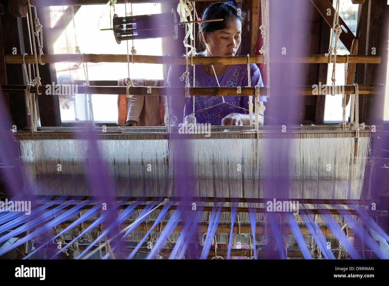 a woman weaving, In Phaw Khone, Inle Lake, Myanmar (Burma) - Stock Image