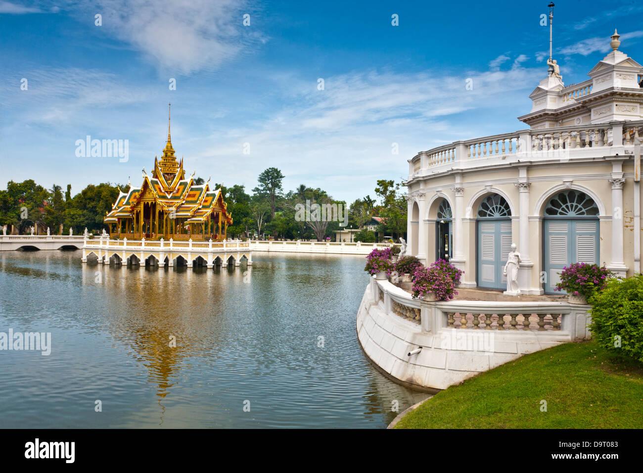 Buildings in the Outer Palace of Bang Pa-In, a Royal Palace north of Bangkok, Thailand. Phra Thinang Aisawan-Art - Stock Image