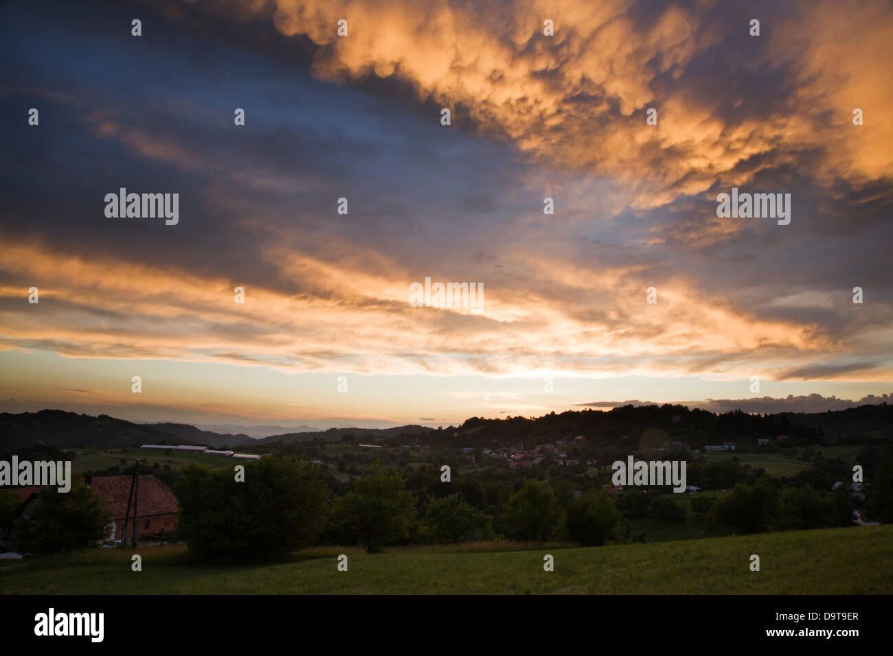 A spectacular display of Cumulonimbus with Mammatus clouds at sunset. - Stock Image