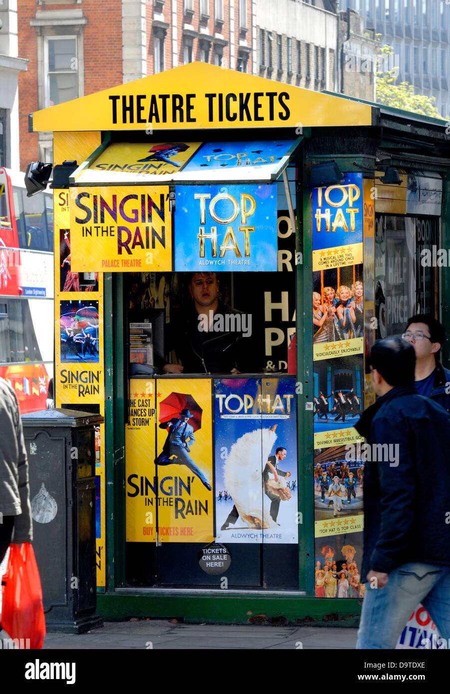 London, England, UK. Theatre Ticket kiosk in the West End - Stock Image