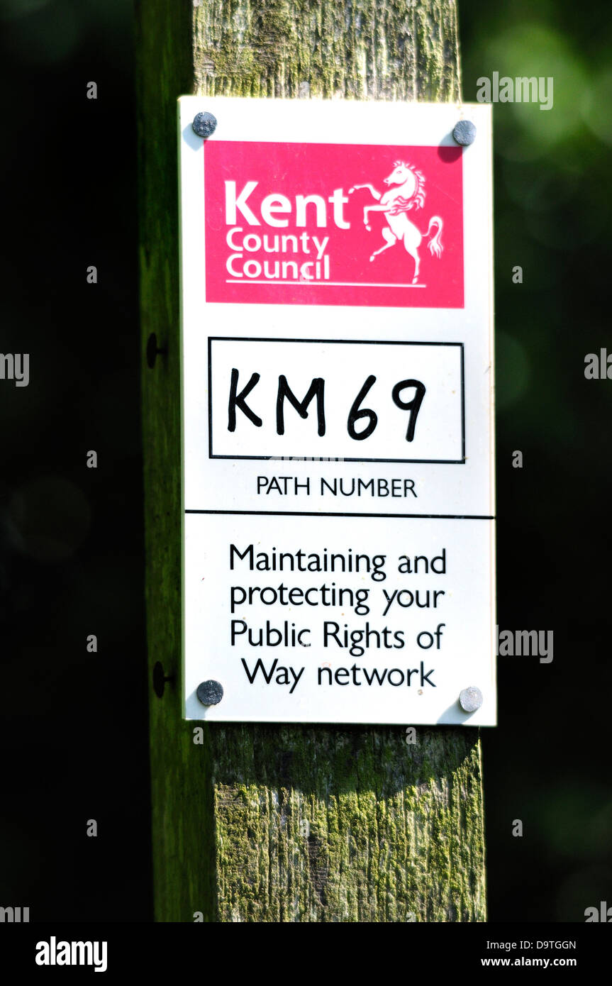 Boughton Monchelsea village, Kent, England. Sign: public right of way, Kent County Council - Stock Image