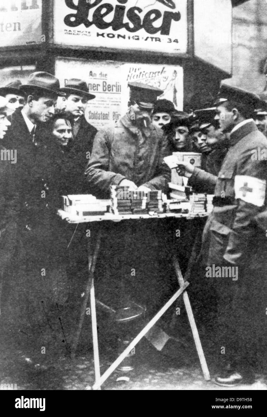 A German soldier, who just returned form World War I, buys something on the street in Berlin in 1918. Photo: Berliner - Stock Image