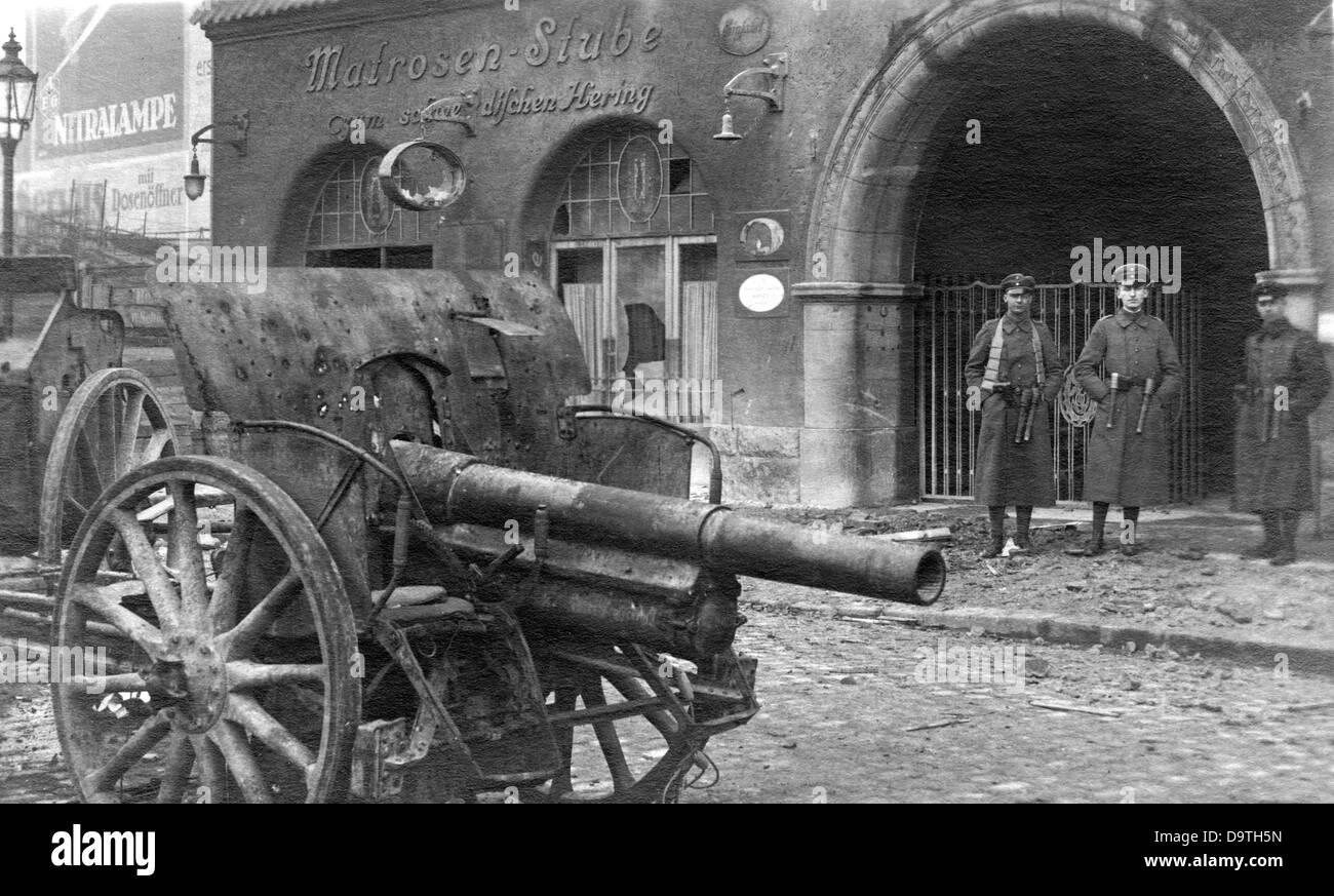 German Revolution 1918/1919: Destruction and desolation in front of the sailor bar 'Zum Schwedischen Hering' - Stock Image