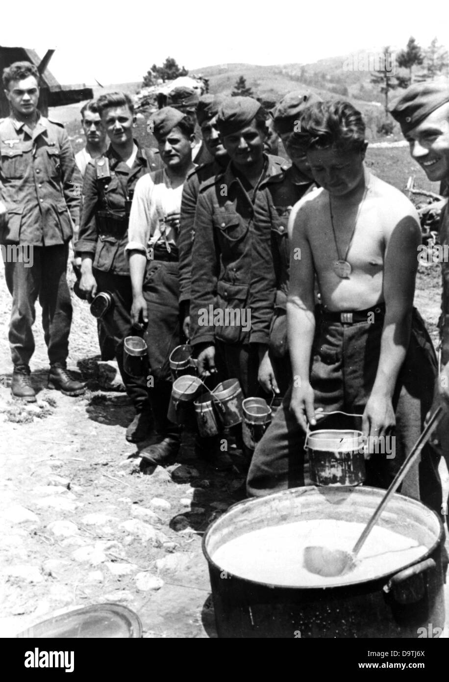 Propaganda text of National Socialist report on the back of the picture:  'Line up for food. Soldiers have seldom - Stock Image