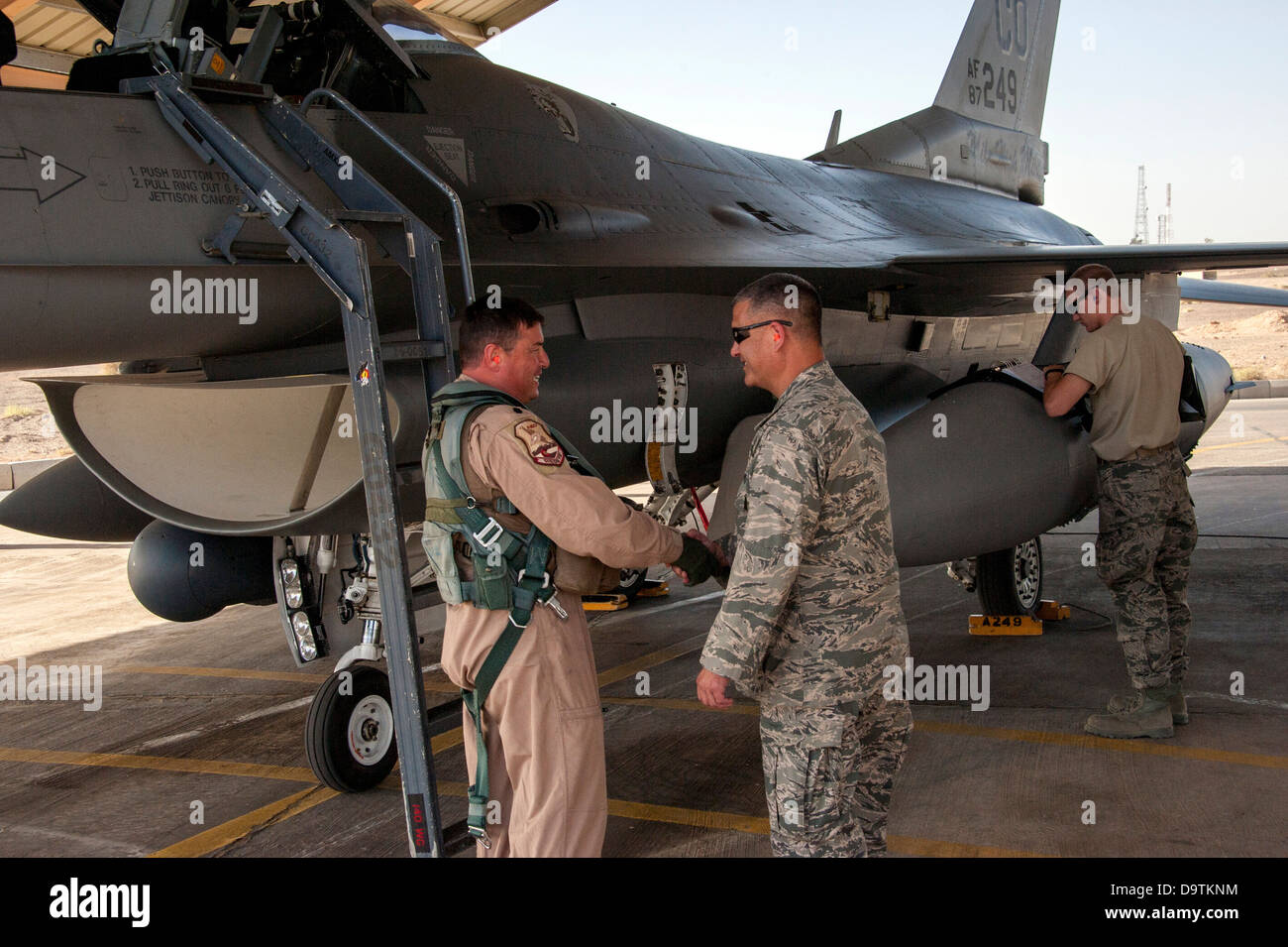 Col. Floyd Dunstan (right) greets LtCol Patrick Hanlon, both from the Colorado Air National Guard, as he arrives - Stock Image