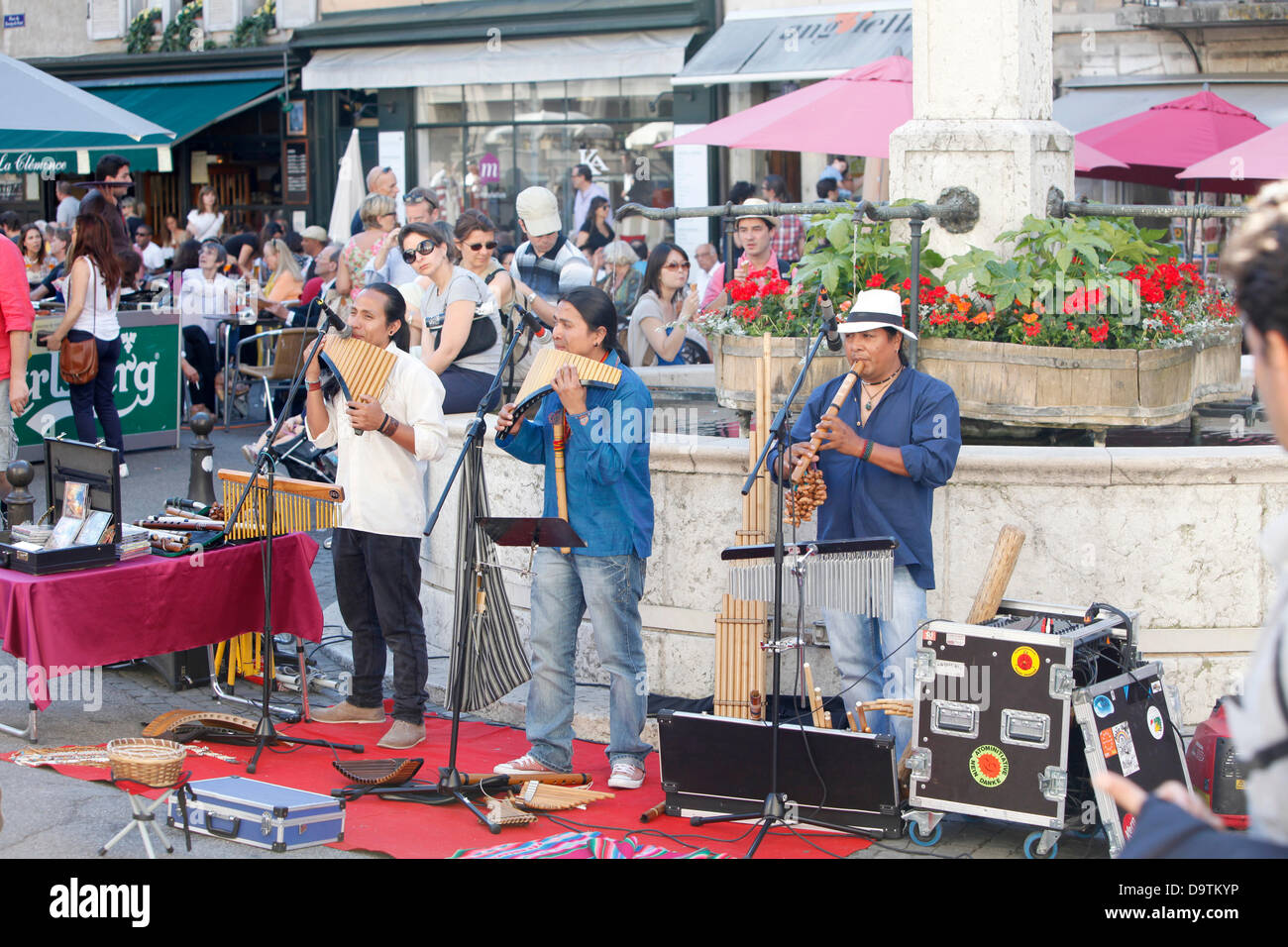 Street musicians from South America performing on streets of old town (downtown) Geneva during traditional multicultural - Stock Image