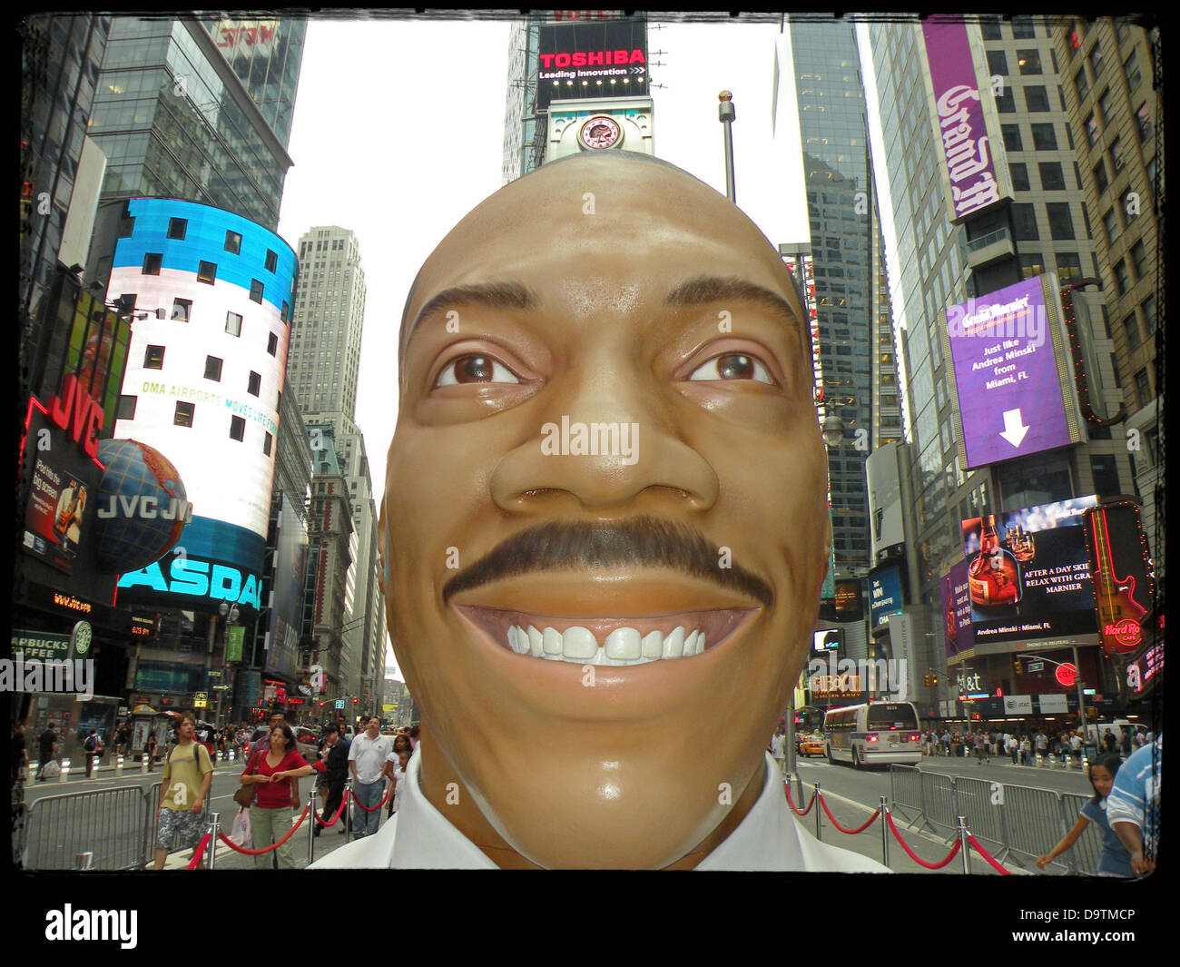 Times Square New York City statue of Eddie Murphy to promote his 2008 film, MEET DAVE. - Stock Image