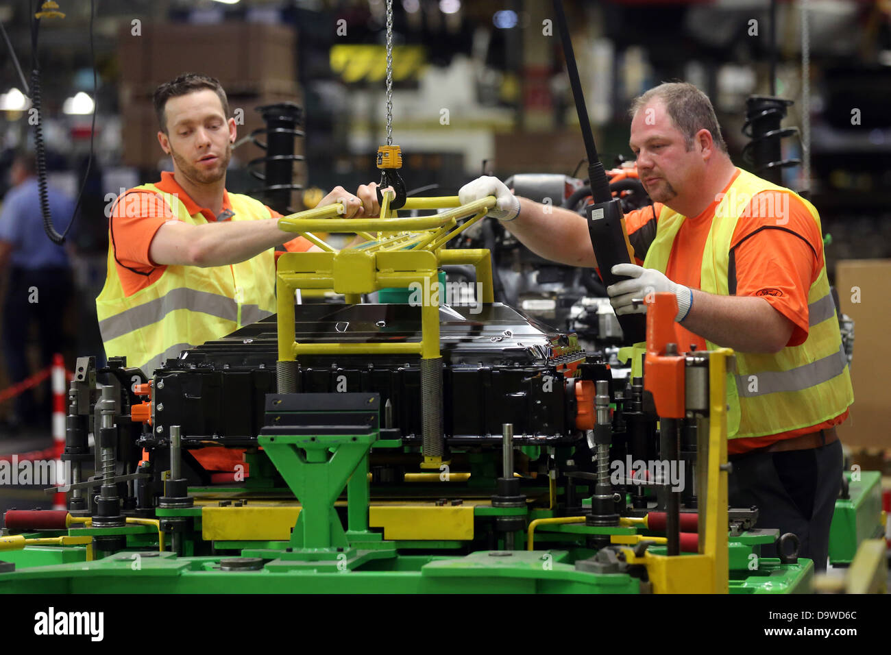 Maintaining the battery for the Ford FocusElectric car at the production line of the Ford plant in Saarlouis, Germany - Stock Image
