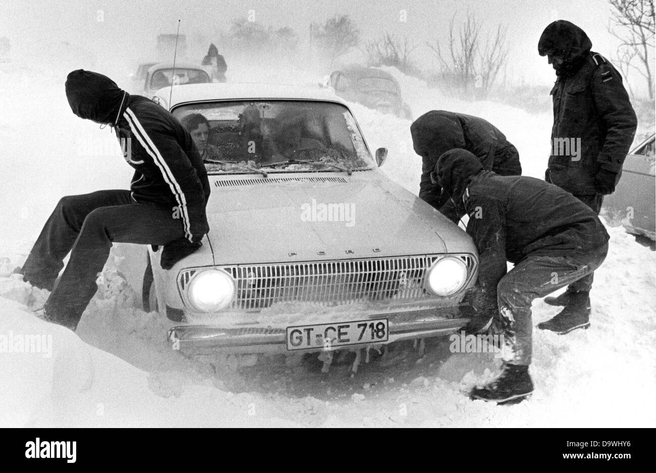 Soldiers of the Federal German Forces help a stuck driver to get his