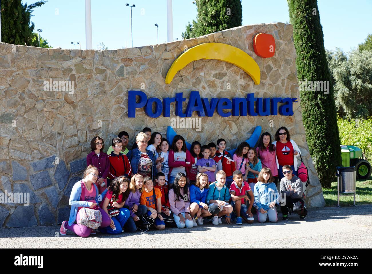 groups of schoolchildren pose for photograph at portaventura theme park salou, catalonia, spain - Stock Image