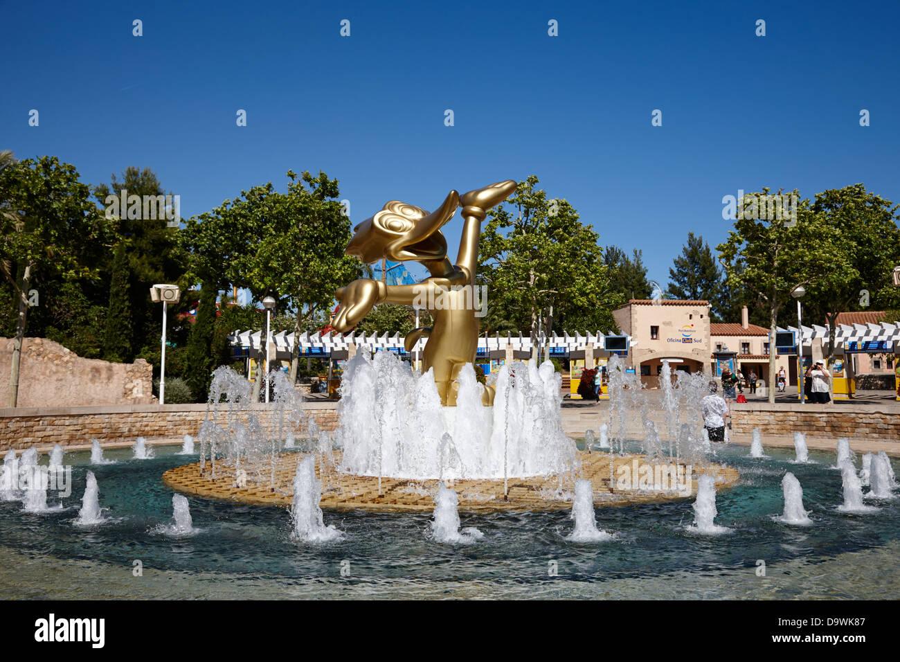 woody woodpecker fountain at entrance to portaventura theme park salou, catalonia, spain - Stock Image