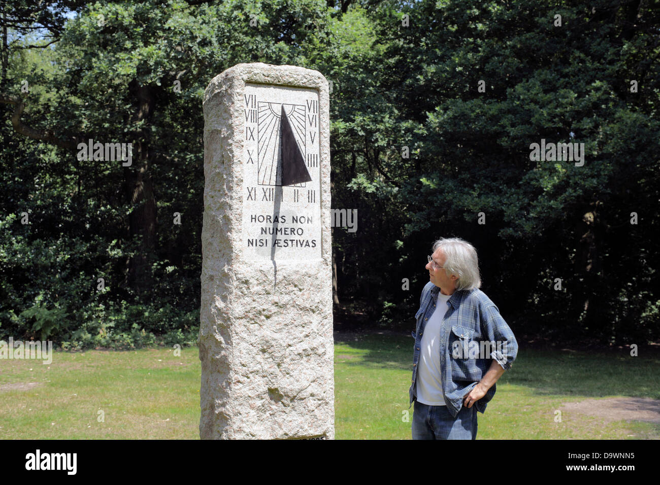 The Willett Memorial sundial, Petts Wood, south London. - Stock Image