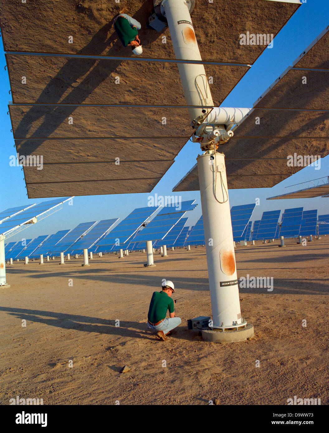 A technician checks the alignment of sun tracking mirrors at the Solar Two experimental energy project in the Mojave - Stock Image
