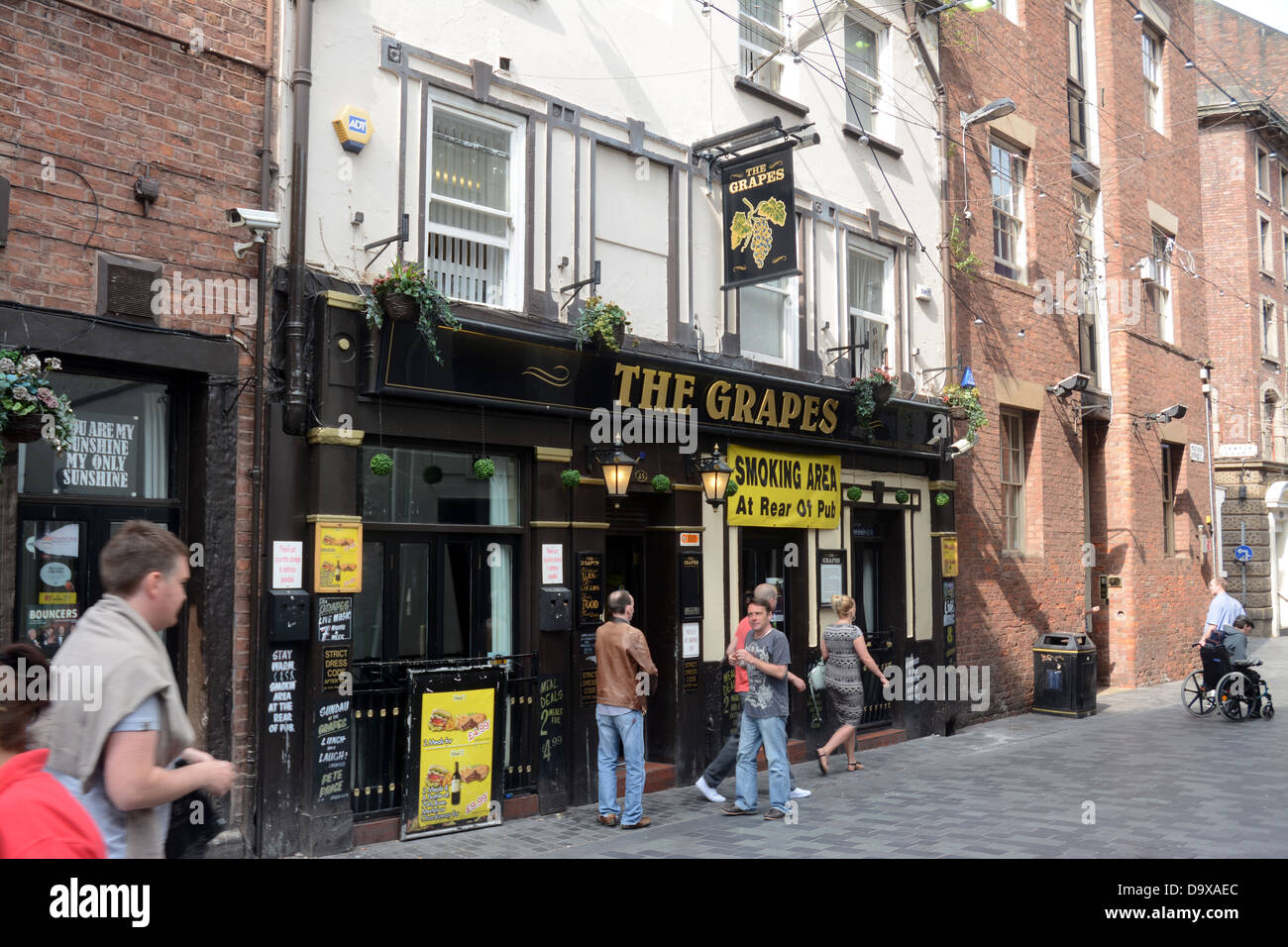 The Grapes pub in Mathew St Liverpool opposite the site of the original Cavern Club. The Beatles used to drink here - Stock Image