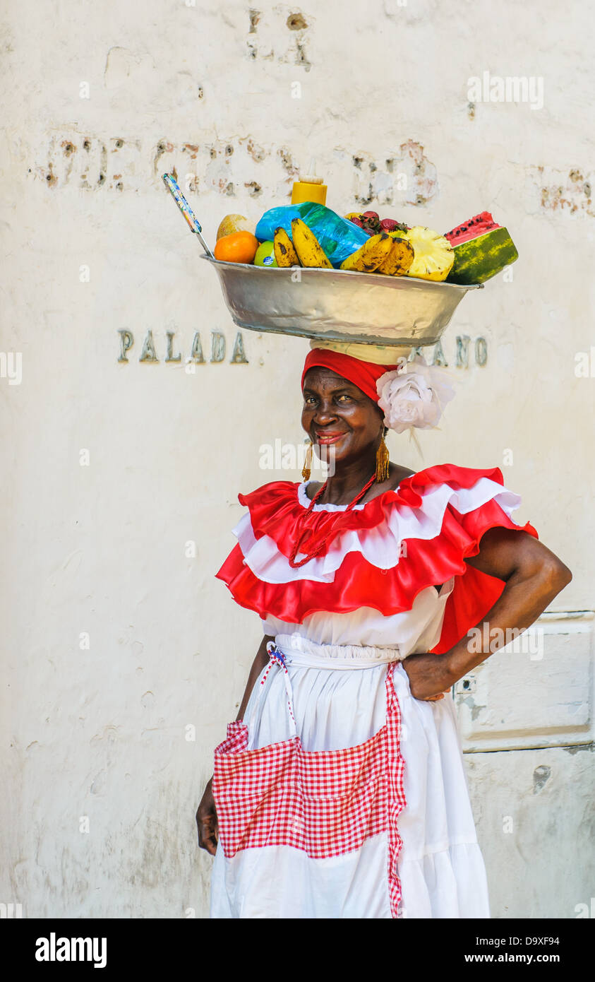 Palenquera woman sells fruits at Plaza Santo Domingo on December, 02, 2009 in Cartagena, Colombia - Stock Image