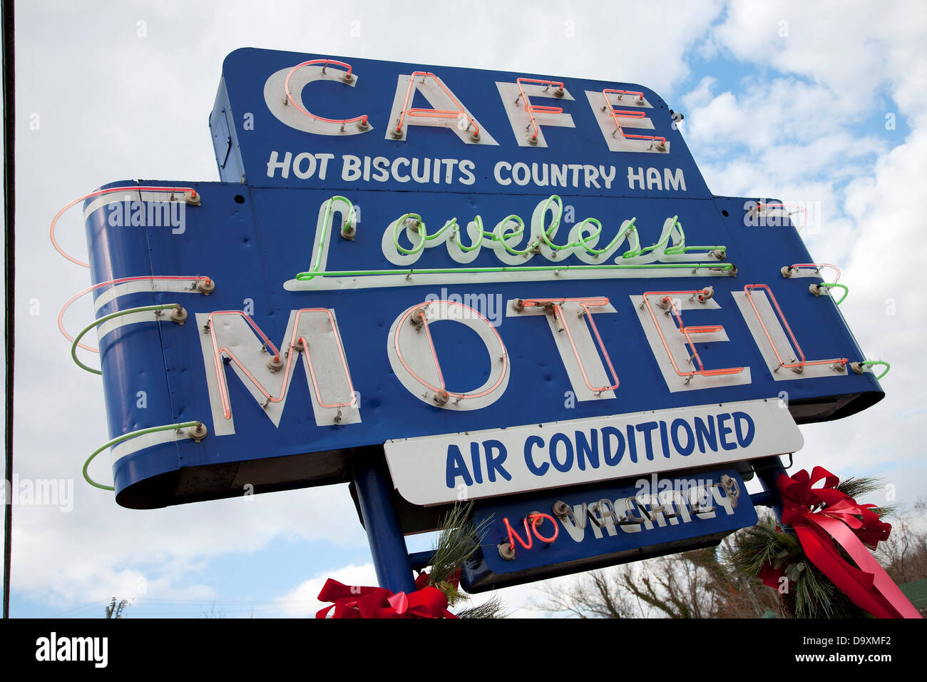Café Loveless Motel Neon sign, restaurant serves southern food, hot biscuits and country ham, outside Nashville, - Stock Image