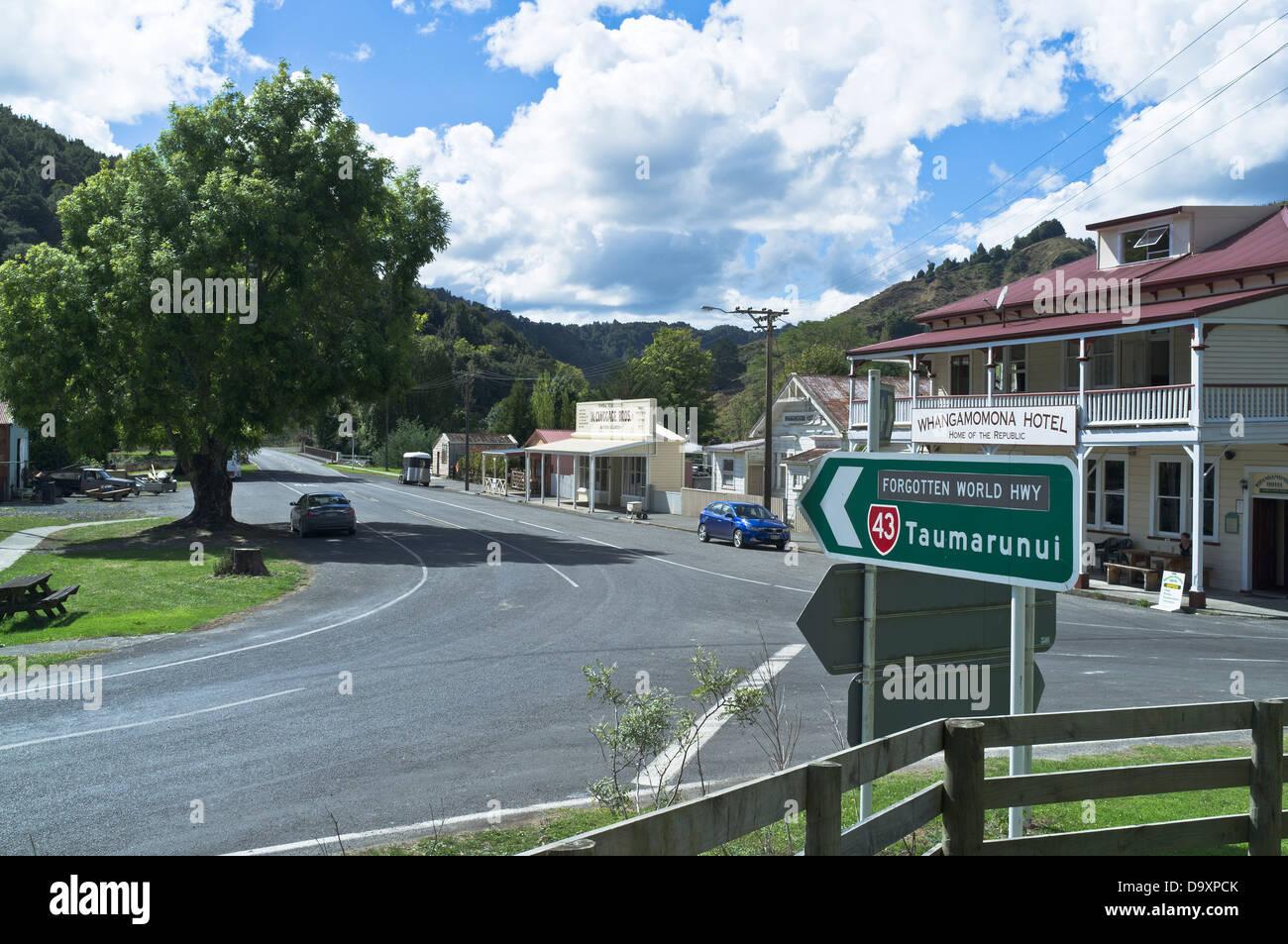 dh Forgotten World Highway WHANGAMOMONA NEW ZEALAND SH43 state highway road signpost and Whangamomna Hotel - Stock Image