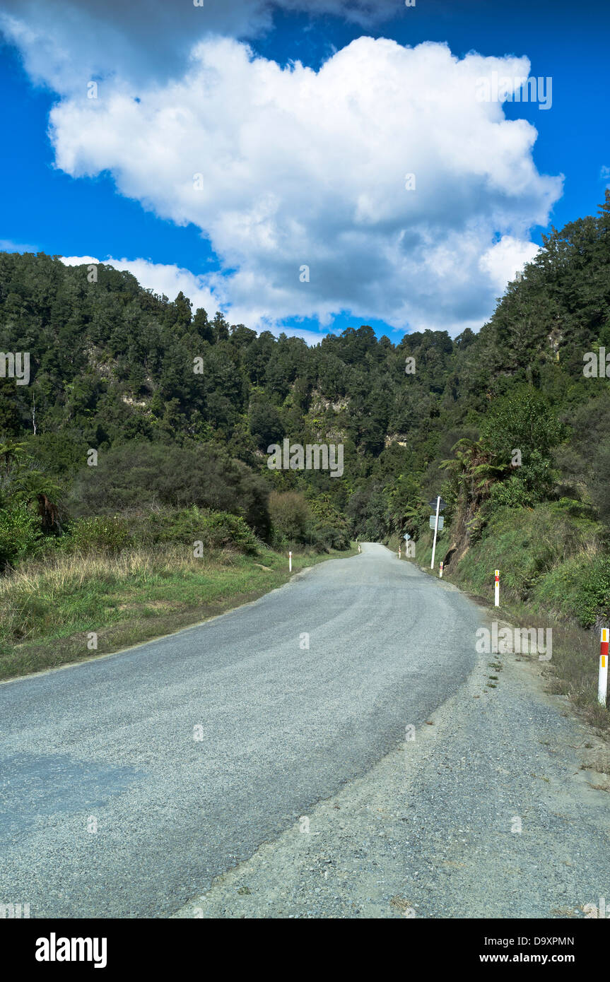dh Forgotten World Highway OHURA ROAD NEW ZEALAND SH43 state highway carless road - Stock Image