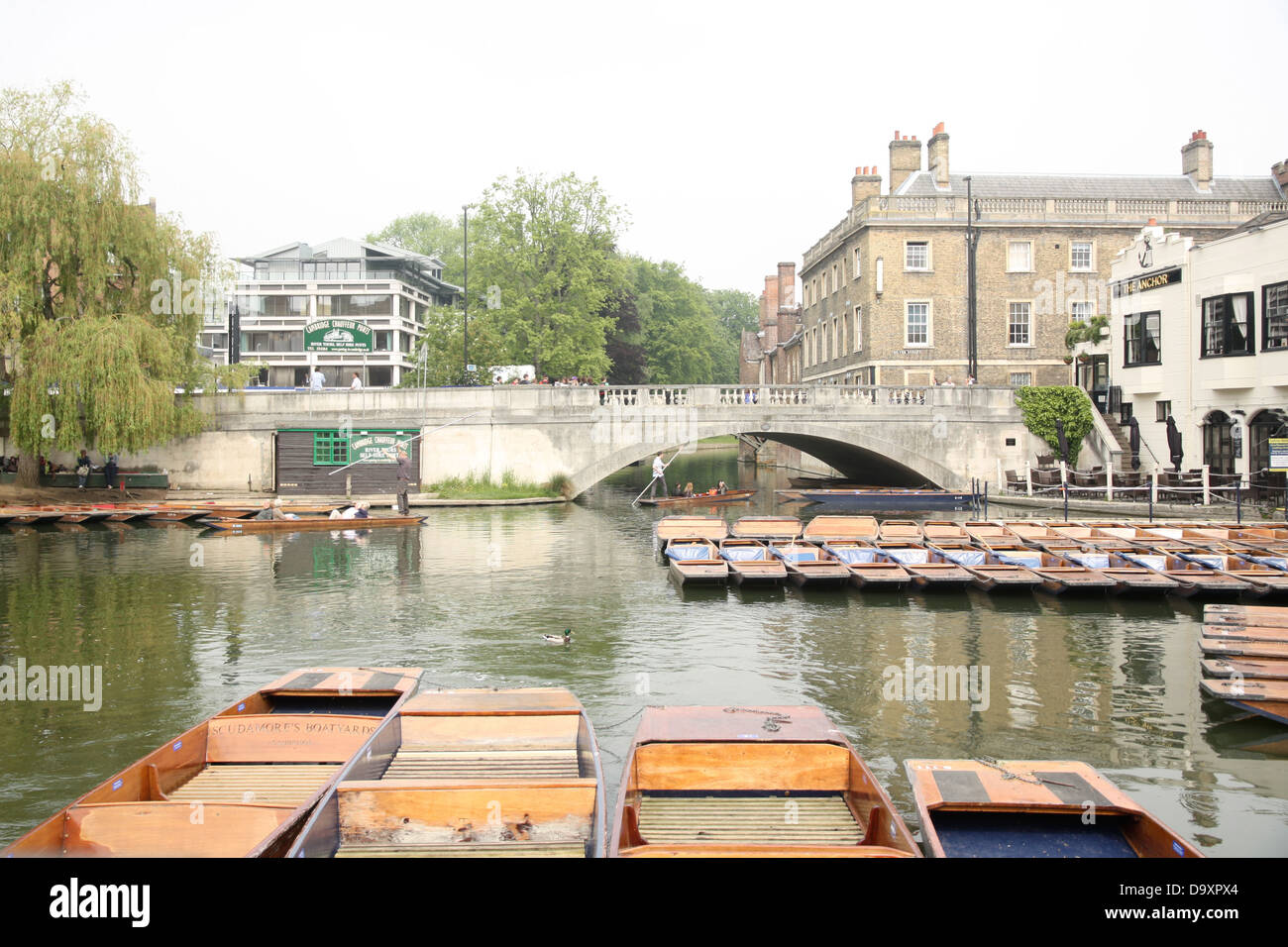 Scudamore's Punting Company, The Anchor Pub and the Silver Street Bridge in Cambridge. - Stock Image
