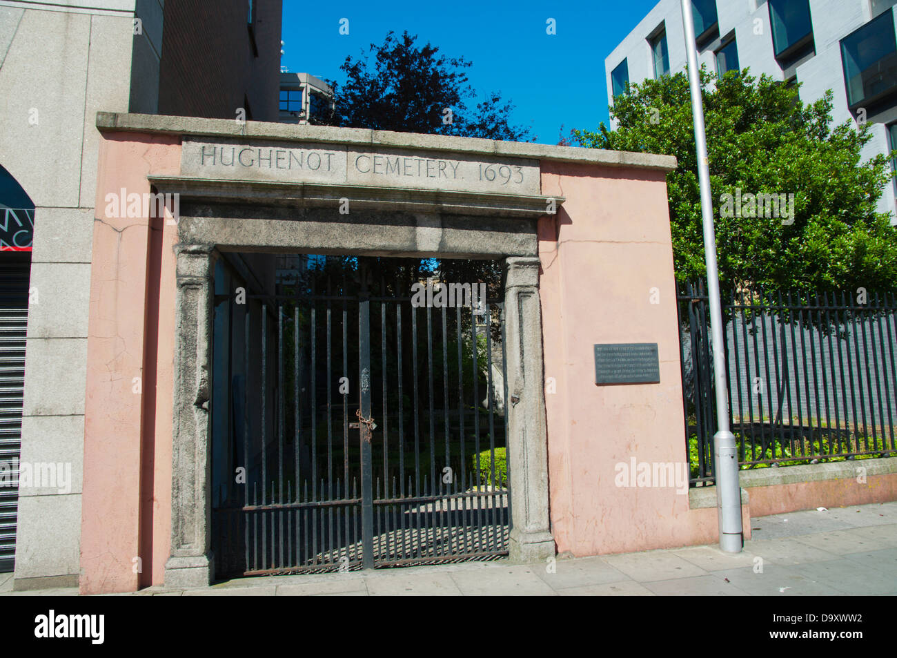 Huguenot cemetery (1693) Merrion Row street central Dublin Ireland Europe - Stock Image